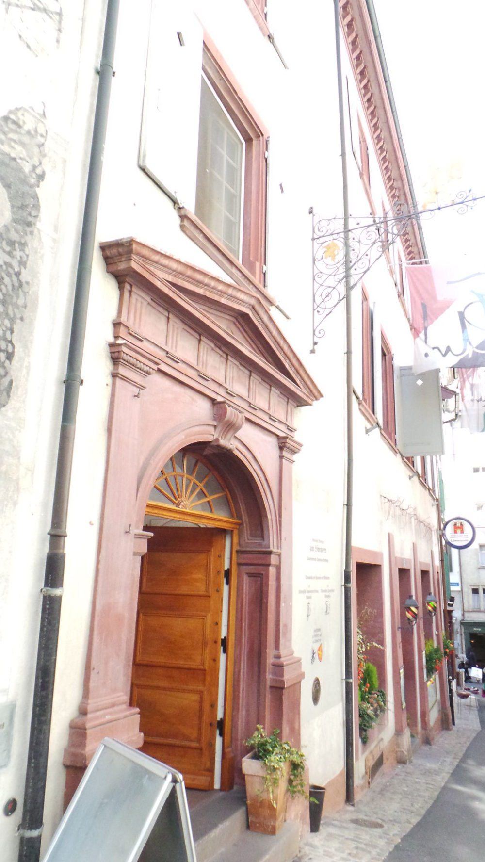 "Haus zum Löwenzorn. (Urheber: Domi-schnitz64 / Wiki / Lizenz: <a href=""http://creativecommons.org/licenses/by-sa/3.0/deed.en"" target=""_blank"">CC</a>)"