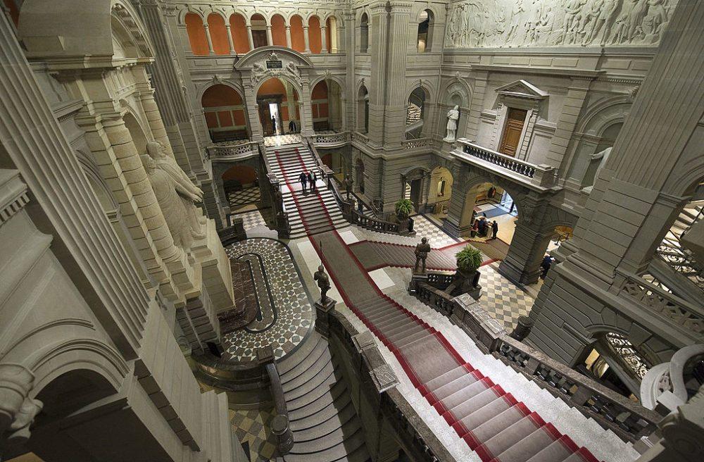 Kuppelhalle im Bundeshaus in Bern (Bild: Bundesparlamentsdienste, http://www.parlament.ch)