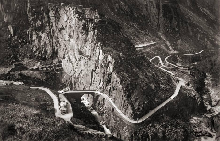 Die Teufelsbrücke in der Schöllenenschlucht 1934 (Bild: Adrian Michael, Wikimedia)