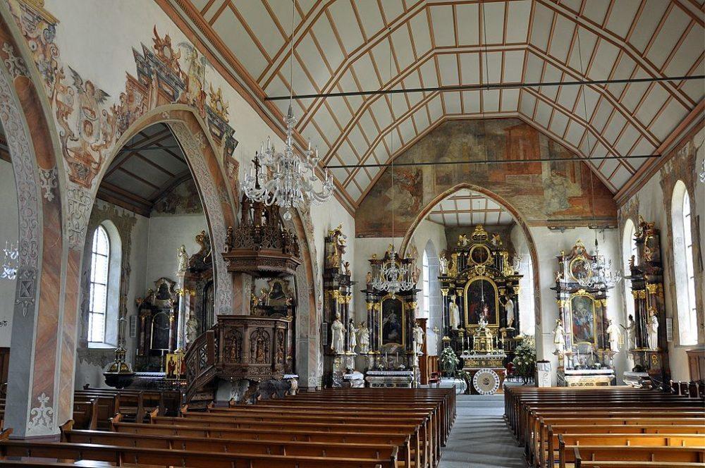 Inneres der Stadtkirche St. Nikolaus in Bremgarten (Bild: Andreas Faessler, Wikimedia, CC)