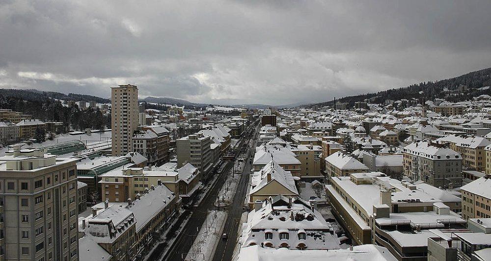 Blick auf La Chaux-le-Fonds. (Bild: Arnaud Gaillard / Wikimedia / CC)
