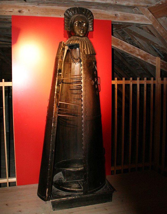 Die Eiserne Jungfrau von Kyburg (Bild: Adrian Michael, Wikimedia, CC)