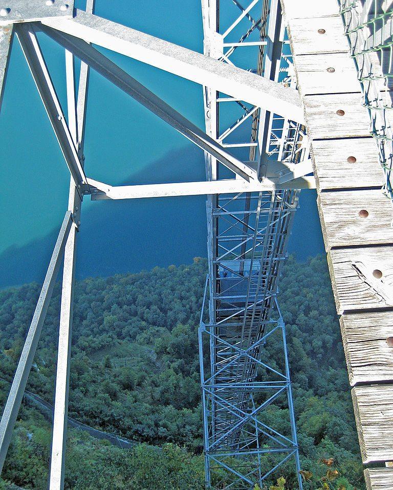 Offene Gitterkonstruktion des Hammetschwandlifts (Bild: albinfo, Wikimedia, CC)