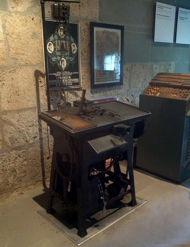 Ludlow Zeilengiessmaschine, Baujahr 1909 von William A. Reade, Gutenberg Museum in Freiburg i. Üe. (Bild: Lantus, Wikimedia, CC)