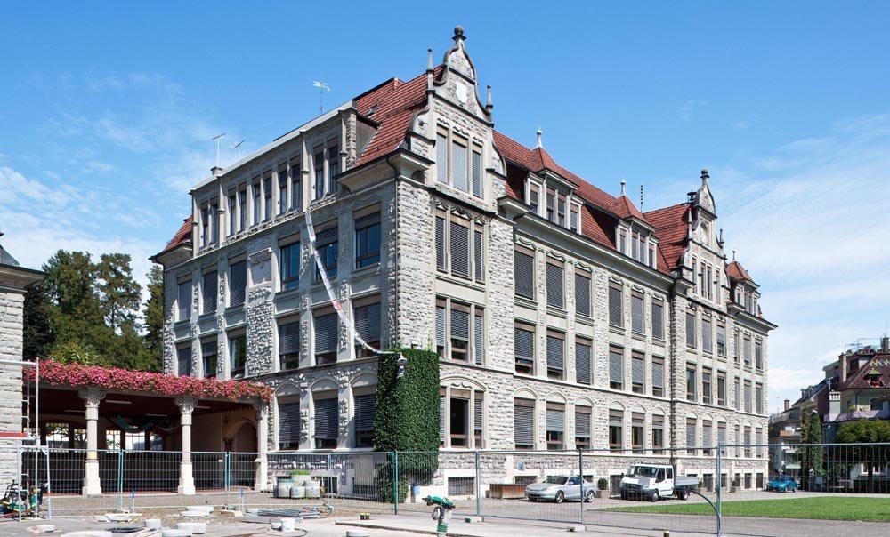 Maihofschulhaus vor dem Beginn der Gesamtsanierung 2011 (Bild: © Kantonale Denkmalpflege Luzern, Theres Bütler)