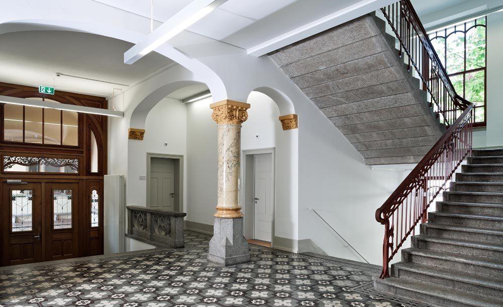 Eingangshalle des Maihofschulhauses (Bild: © Kantonale Denkmalpflege Luzern, Theres Bütler)