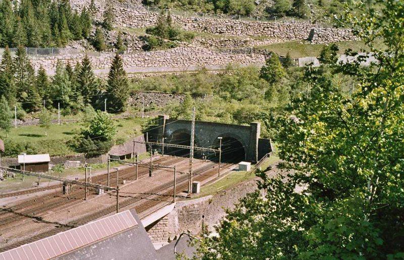 Die nördliche Einfahrt des Gotthardtunnels (Bild: Markus Schweiß, Wikimedia. CC)