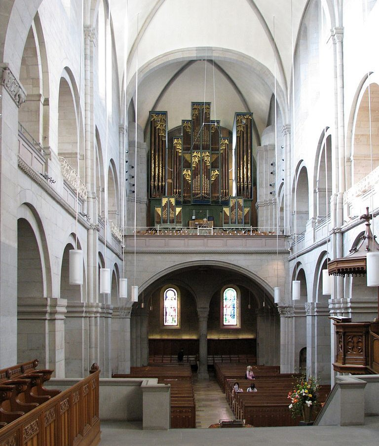 Zürcher Grossmünster – Chor und Orgel (Bild: Roland zh, Wikimedia, CC)