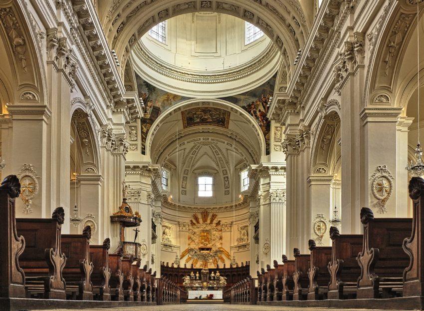 Langhaus der St. Ursenkathedrale (Bild: Alwin Gasser  / pixelio.de)