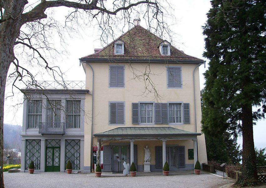Schloss Arenenberg mit dem weltbekannten Napoleonmuseum (Bild: Muesse, Wikimedia, CC)