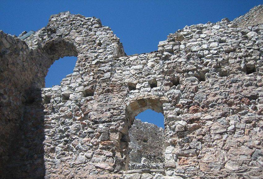 Fenster der Burg Belfort (Bild: Adrian Michael, Wikimedia, GNU)