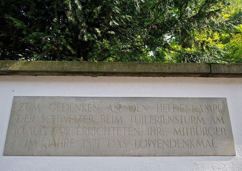 Löwendenkmal-Gedenktafel (Bild: Leiju, Wikimedia, CC)