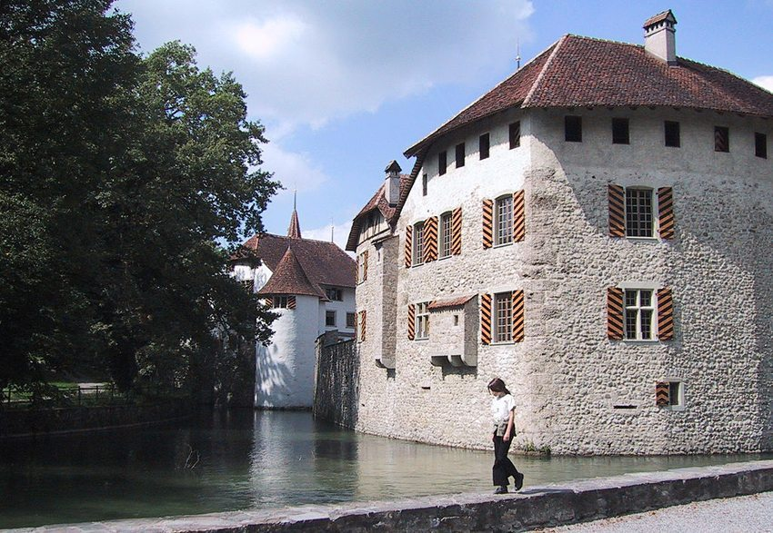 Schloss Hallwyl liegt am nördlichen Ende des Hallwilersees. (Bild: Peter Berger, Wikimedia, GNU)