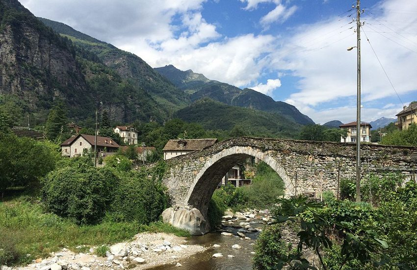 Die Steinbrücke in Giornico ist rund 600 Jahre alt. (Bild: Adrian Michael,Wikimedia, GNU)