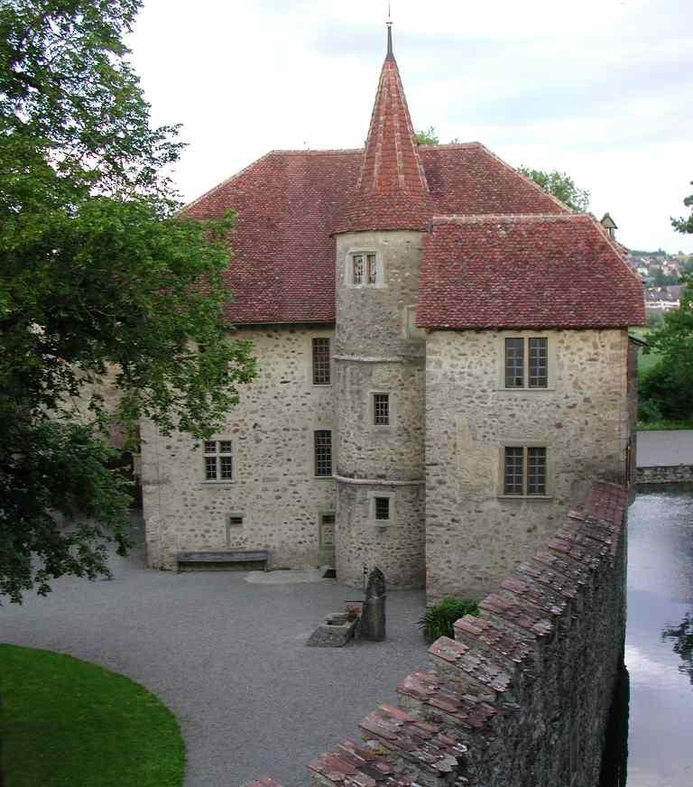 Schloss Hallwyl – Wohnhaus und Innenhof (Bild: Flyout, Wikimedia, CC)