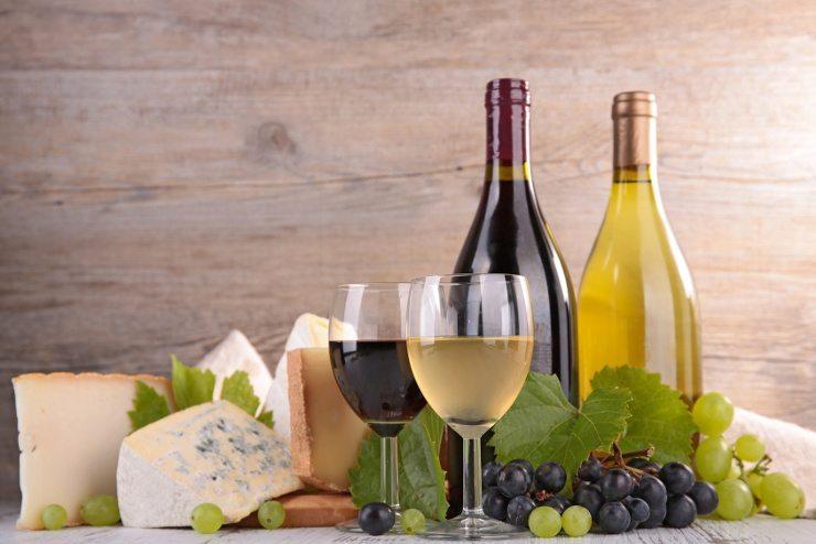 Das Kinderhotel Alpenrose verwöhnt die Gäste mit Weinwochen. (Bild: © M.studio - Fotolia.com)