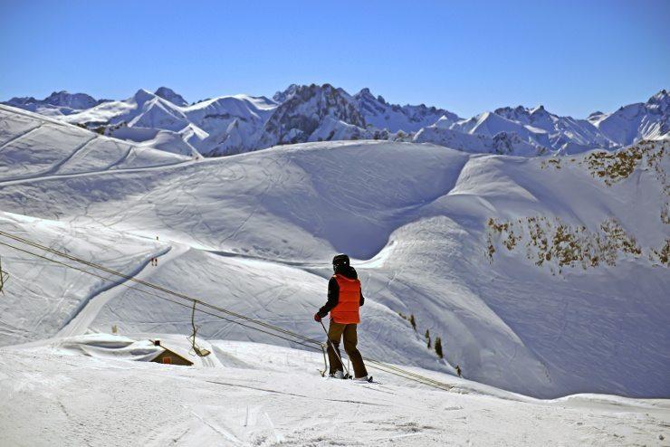Traumhafte Skiferien erleben - im Kinderhotel Oberjoch. (Bild: © maxbaer - Fotolia.com)