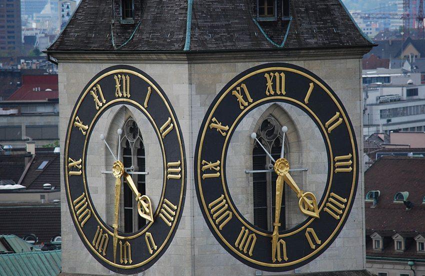 St. Peterskirche in Zürich – die Kirche mit dem grössten Ziffernblatt Europas (Bild: Dietrich Michael Weidmann, Wikimedia, CC)