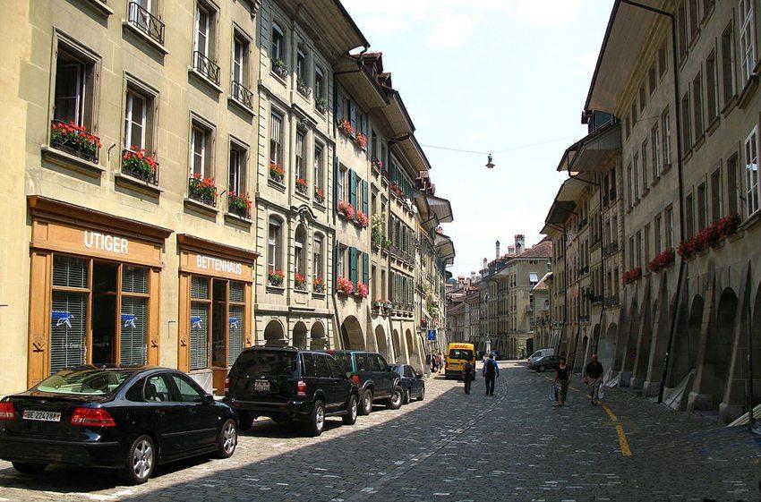 Die Münstergasse in Bern (Bild: Andrew Bossi, Wikimedia, CC)