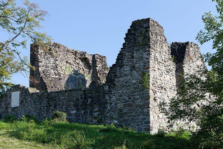 Burgruine Attinghausen (Bild: Roland Zumbuehl, Wikimedia, CC)