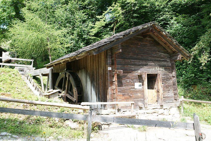 Schweizerisches Freilichtmuseum Ballenberg – Mühle von Naters, 1872 (Bild: Sandstein, Wikimedia, CC)