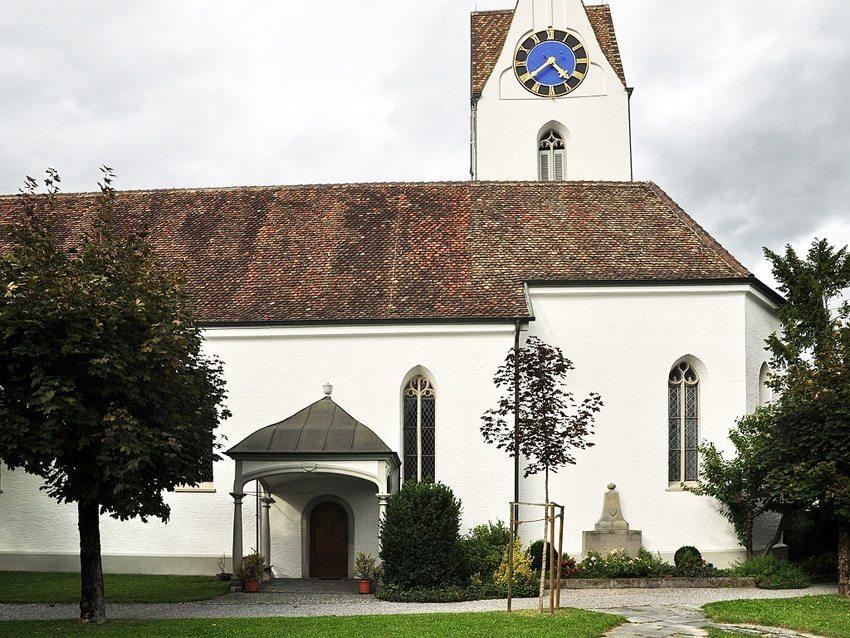 Die reformierte Kirche – das schönste und älteste Gebäude Dürntens (Bild: Roland zh, Wikimedia, CC)