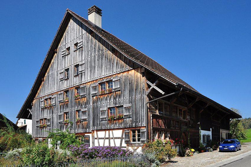 Ehemaliges Bauernhaus, sogenanntes Hablützelhaus, in Illnau-Effretikon (Bild: Roland zh, Wikimedia, CC)