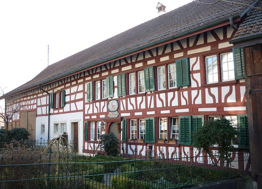 Bauernhaus in Marthalen ZH (Bild: Paebi, Wikimedia, CC)