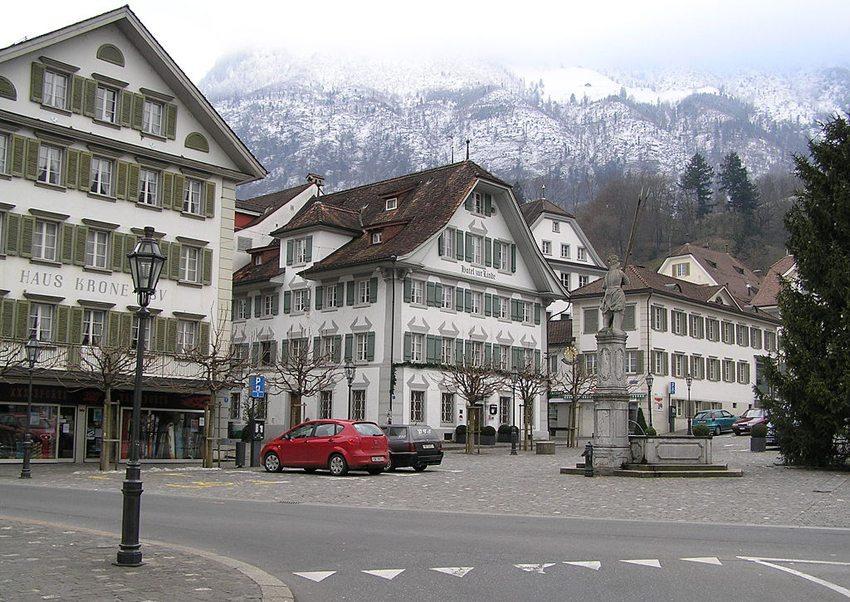 Der Dorfplatz von Stans, Nidwalden (Bild: Tilman-AB, Wikimedia)