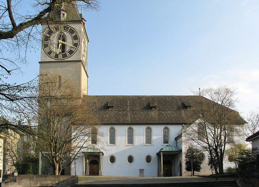 Die St. Peterskirche in Zürich – Ansicht von der St.-Peter-Hofstatt (Bild: Roland zh, Wikimedia, CC)