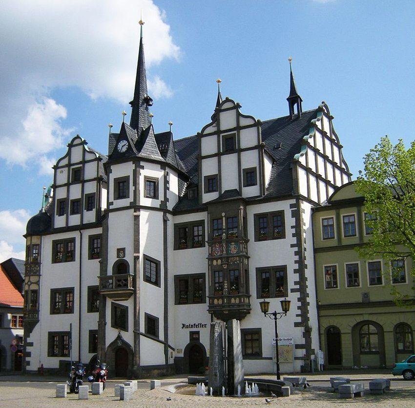 Das Rathaus von Saalfeld (Bild: Franzfoto, Wikimedia, CC)