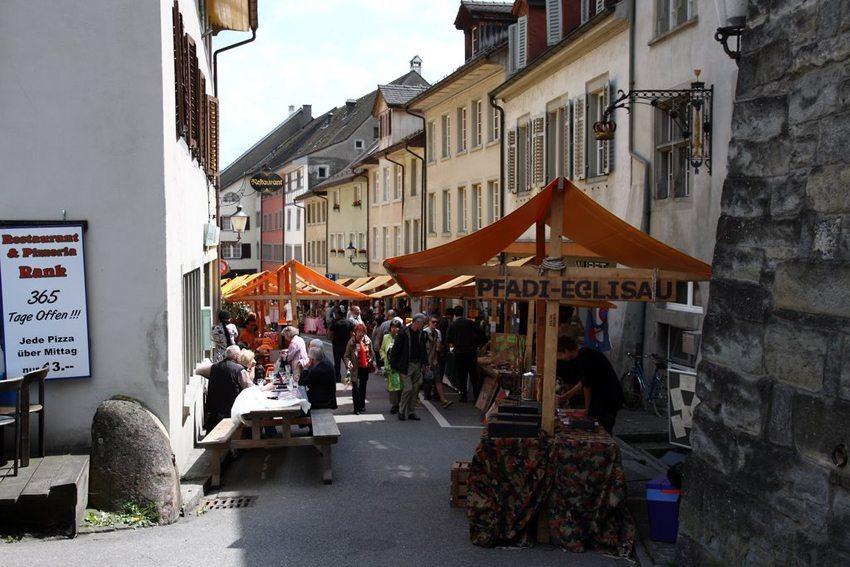 """""""Viva Eglisau"""" Markt (Bild: Raymondlafourchette, Wikimedia, CC)"""