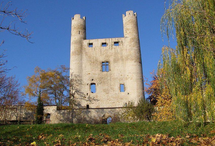 Saalfeld – die Burgruine Hoher Schwarm (Bild: Wolfgang Seifarth, Wikimedia, CC)
