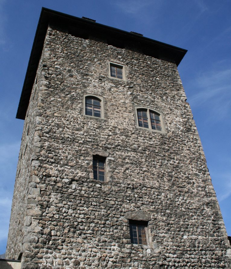 Schloss Brandis in Maienfeld – Turm (Bild: Adrian Michael, Wikimedia, GNU)