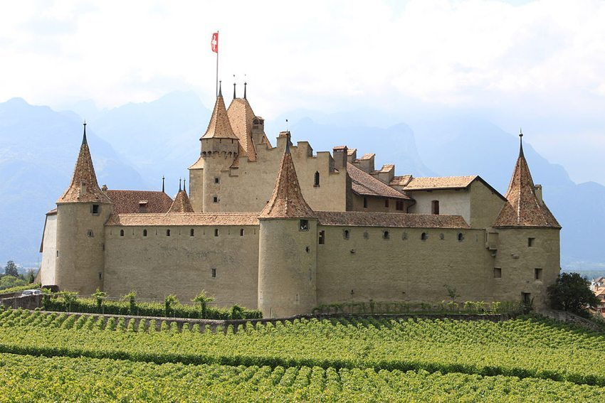 Das mittelalterliche Schloss Aigle im Kanton Waadt beherbergt heute ein Weinbaumuseum. (Bild: Flobert, Wikimedia, GNU)