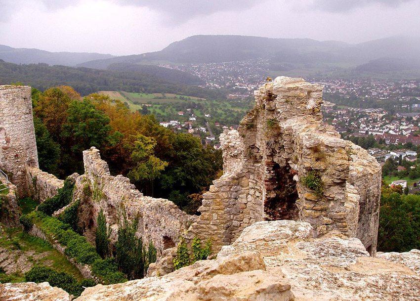 Die Überreste des Schlosses Dorneck sind heute ein beliebtes Ausflugsziel. (Bild: Rynacher, Wikimedia. GNU)