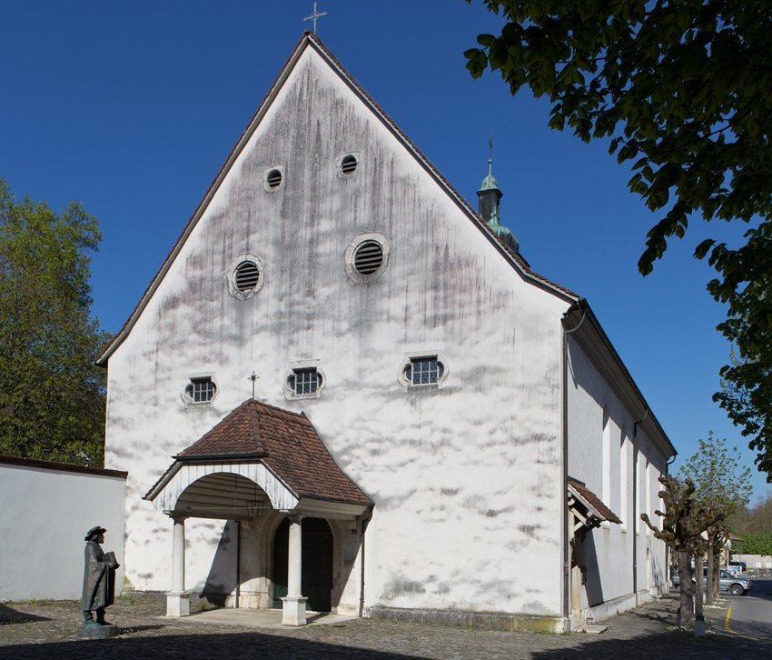 Katharinenkirche mit Statue des Helias Helye in Laufen (Bild: Roland Zumbuehl, Wikimedia, CC)