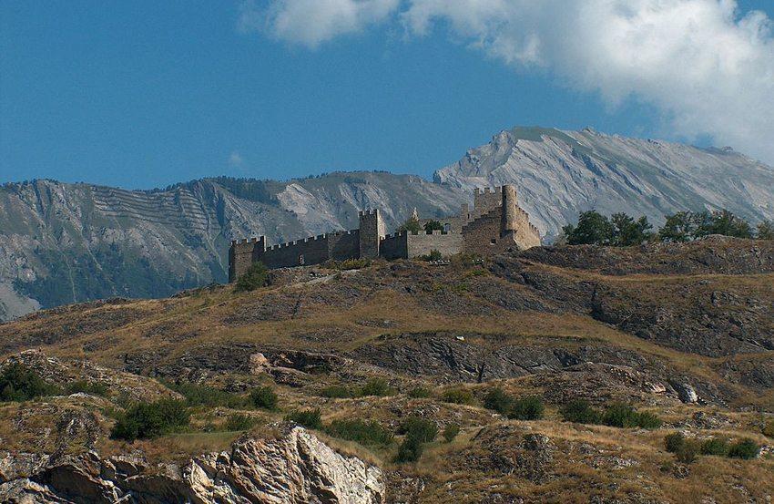 Tourbillon mit Ruine (Bild: Johannes Löw, Wikimedia, CC)