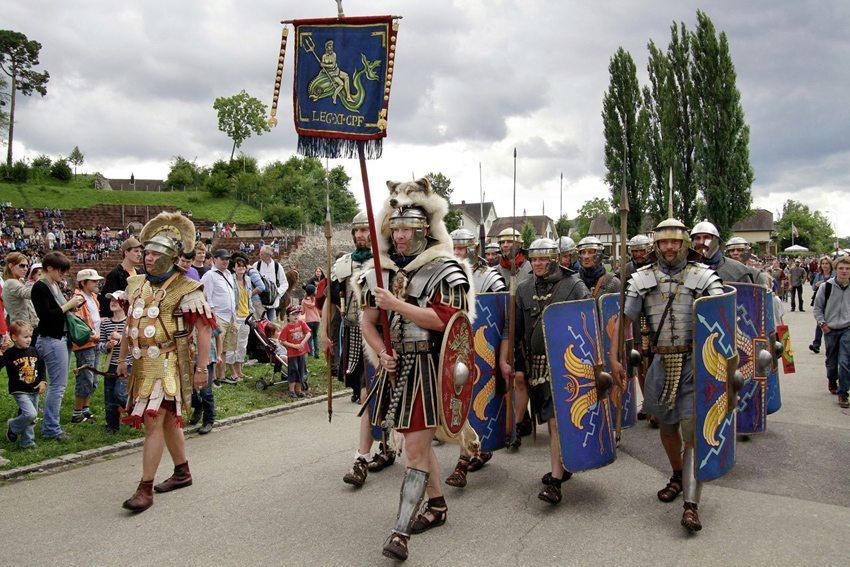 Augusta Raurica Römerfest – Aufmarsch der Legionäre (Bild: Susanne Schenker, Augusta Raurica)