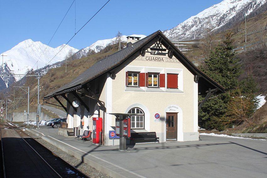 Bahnhof in Guarda (Bild: NAC, Wikimedia, CC)