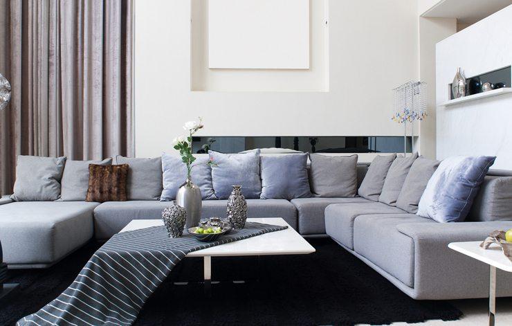 Ein Ecksofa bietet Platz für Entspannung. (Bild: © rodho - shutterstock.com)
