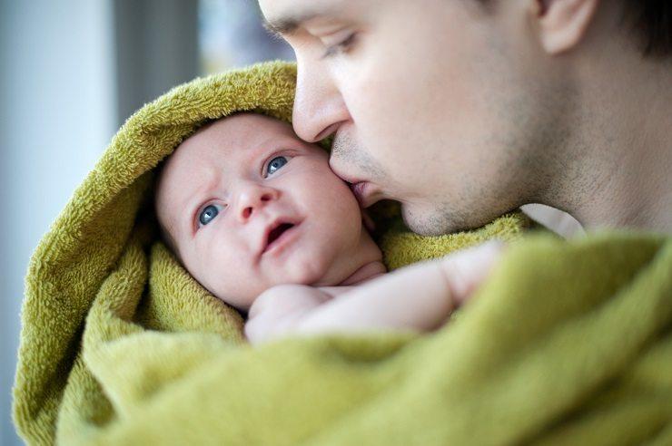 Das Nuscheli erinnert an die Nähe von Mama und Papa. (Bild: © ssnegireva - fotolia.com)