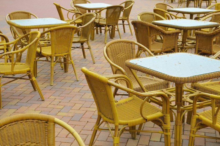 Rattanmöbel sind vor allem für die Verwendung im Aussenbereich sehr beliebt. (Bild: © Karin Jähne - fotolia.com)