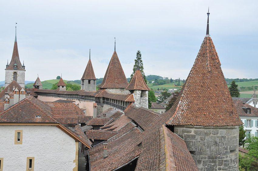 Stadtmauer in Murten (Bild: Hofec, Wikimedia)