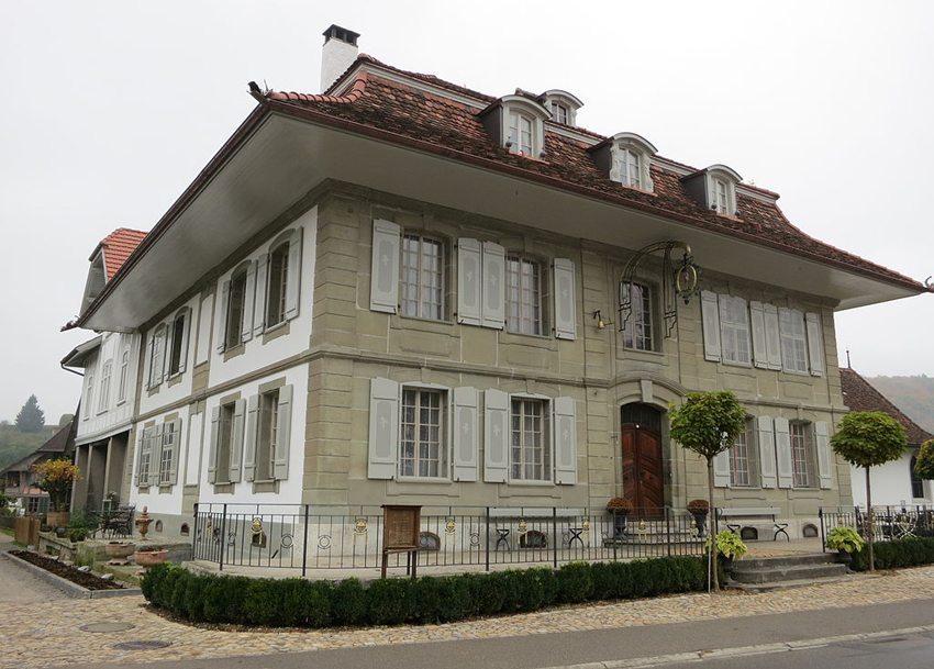 """Gasthof """"Zum Wilden Mann"""" in Ferrenberg bei Wynigen im Kanton Bern (Bild: Paebi, WIkimedia, CC)"""