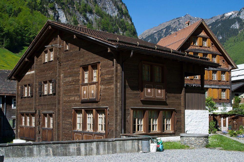 Altes Pfarrhaus in Isenthal (Bild: Roland Zumbuehl, Wikimedia, GNU)