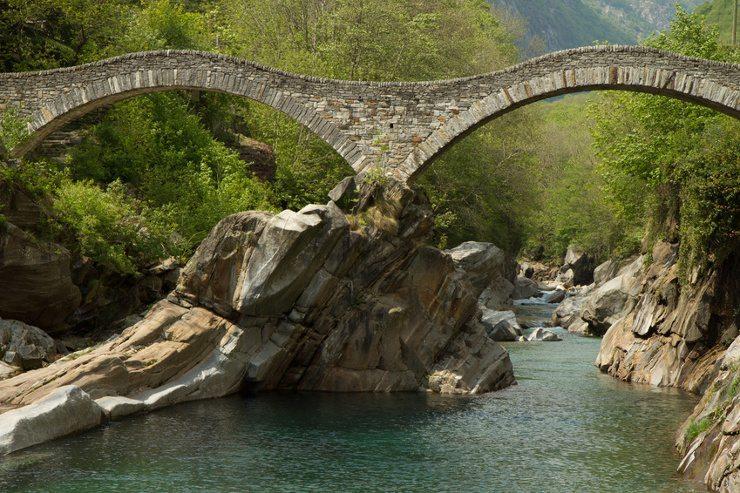 Wer eine Ferienwohnung Tessin mietet, kann Traumferien erleben. (Bild: © bierchen - Fotolia.com)