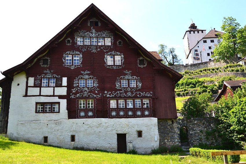Schlangenhaus in Werdenberg (Bild: YviLee, Wikimedia, CC)
