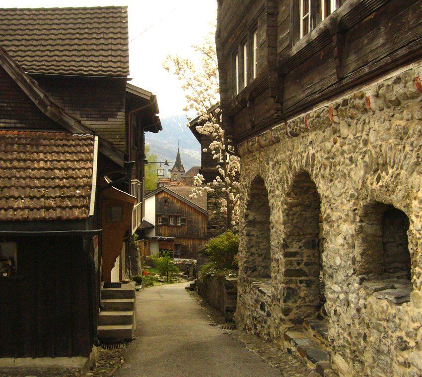 Strasse in Werdenberg (Bild: Berger, Wikimedia, GNU)