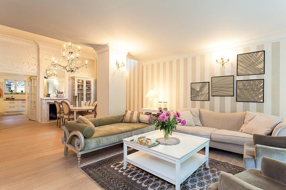 Wohnungseinrichtung: Antiquarisches und Modernes ...
